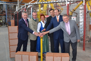 "<div class=""bildtext""><span class=""textmarkierung"">»1</span> Officially dedicating Schlagmann Poroton's fourth perlite filling system at company headquarters in Zeilarn: Johannes Edmüller, executive director of Schlagmann Poroton; Manfred Weber, MEP; Reserl Sem, state representative; Heinz Girgner, Zeilarn site manager; Michael Fahmüller, Rottal-Inn district administrator, and Werner Lechl, mayor of Zeilarn municipality (from left)</div>"