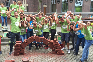 """<div class=""""bildtext""""><span class=""""textmarkierung"""">»</span> KNB is committed to getting young people interested in brickwork</div>"""