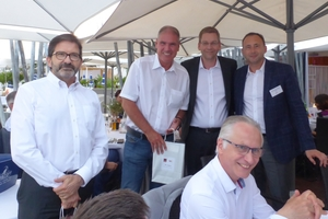 "<div class=""bildtext""><span class=""bildnummer"">»3</span> Miroslaw Jaroszewicz and Ioannis Maliouris bid farewell to Martin Roth and Bruno Martinet (from right to left)</div>"