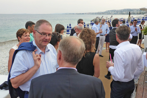 "<div class=""bildtext""><span class=""bildnummer"">»2</span> The evening at the seaside provided ample opportunity for the European colleagues to discuss industry matters</div>"