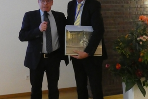 "<div class=""bildtext""><span class=""bildnummer"">»2</span> Ralf Borrmann (left) bid farewell to Martin Roth, long-standing member of the WZL program advisory board</div>"