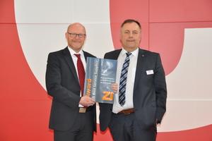 The winner of the Zi Award Best Service Supplier 2018 was Hans Lingl Anlagenbau und Verfahrenstechnik GmbH & Co. KG