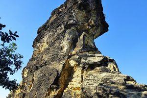 "<div class=""bildtext""><span class=""bildnummer"">»5</span> Steeply set quartz sandstones of the Upper Cretaceous Königstein/Northern Harz Boundary</div>"