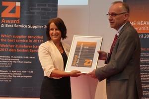 """<div class=""""bildtext""""><span class=""""textmarkierung"""">» </span>Anett Fischer, Zi Brick and Tile Industry International, presents Klaus Schülein, Rehart Group, with third place in the Zi Award Best Service Supplier 2018</div>"""