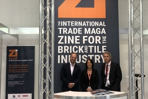"""<div class=""""bildtext""""><span class=""""textmarkierung"""">» </span>The Zi team was delighted to greet the many German and international visitors</div>"""