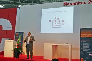 "<div class=""bildtext""><span class=""bildnummer"">»4</span> At Heavy Clay Day, Stefan Reichert spoke about the new products</div>"