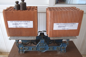 """<div class=""""bildtext""""><span class=""""textmarkierung"""">»2</span> Difference in weight between the super-izo thermal blocks dried in the Condor dryer (on the left) compared to a commercially available thermal block (on the right)</div>"""