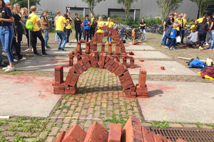 "<div class=""bildtext""><span class=""bildnummer"">»1</span> KNB competition for students: Who can build the biggest arch with bricks?</div>"