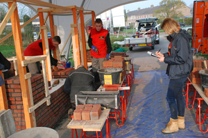 "<div class=""bildtext""><span class=""bildnummer"">»2</span> The Dutch National Bricklaying Championship organized by KNB crowns new bricklaying champions</div>"