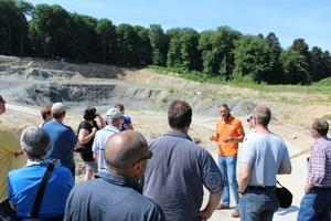 "<div class=""bildtext""><span class=""bildnummer"">» </span>Managing Director Jürgen Simon (centre) guided the group through the ""Mehl"" pit in Nentershausen</div>"