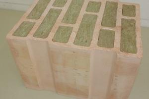 "<div class=""bildtext""><span class=""textmarkierung"">»13</span> MZ 70 clay block (a), block placement situation (b), mortaring the top joint (c), finished infill wall (d)</div>"