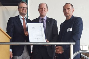 "<div class=""bildtext""><span class=""textmarkierung"">»</span> Oliver Stipar (centre) presents Frank Appel (left) and Hugo Schneider a certificate marking the anniversary</div>"