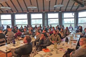 """<div class=""""bildtext""""><span class=""""bildnummer"""">»2</span> In sechs Fachvorträgen und Firmenpräsentationen stellten sich die Industriepartner den Studierenden als Arbeitgeber von morgen vor</div>"""