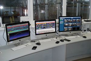 "<div class=""bildtext""><span class=""bildnummer"">»2</span> View into the control <br />station of a Bedeschi plant</div>"