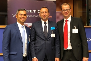 "<div class=""bildtext""><span class=""textmarkierung"">»</span> Murray Rattana-Ngam with TBE President Miroslav Jaroszewicz and <br />Dr. Matthias Frederichs, General Secretary of the Federal German Association of the Brick and Tile Industry, in Brussels (left to right) </div>"