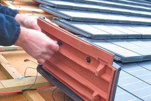 """<div class=""""bildtext""""><span class=""""bildnummer"""">&gt;&gt;18 </span>Solar roofing tiles</div>"""