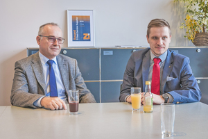 "<div class=""bildtext""><span class=""bildnummer"">»2</span> Klaus (left) and Philipp Schülein explained what service means for their company</div>"
