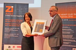 """<div class=""""bildtext""""><span class=""""bildnummer"""">»1</span> Klaus Schülein, Rehart GmbH, is presented with the third-place award in the Zi Supplier Award 2018 by Anett Fischer, Zi Editor</div>"""