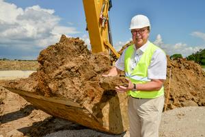 """<div class=""""bildtext"""">» """"Für uns kam nicht infrage, das eigentlich wertvolle Material einfach über die Bodenabfuhr zu entsorgen"""", so Uwe Schierloh, Geschäftsführer der PGW</div>"""