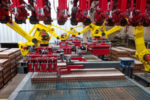 """<div class=""""bildtext""""><span class=""""textmarkierung"""">»3</span> Main marshalling belt with four robots and flat setting gripper</div>"""