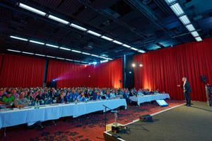 Knapp 300 Teilnehmer, darunter Planer, Handwerker, Architekten und Höhenretter, kamen zum 3. Fachkongress für Absturzsicherheit nach Bonn. Dieses Jahr findet der Kongress in Hamburg statt<br />