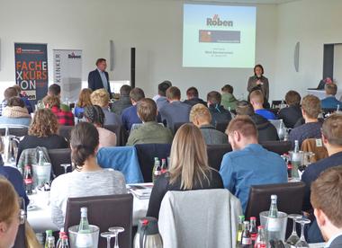 """<div class=""""bildtext""""><span class=""""bildnummer"""">»2</span> Ralf Borrmann and Anett Hümmer welcomed about 40 students</div>"""