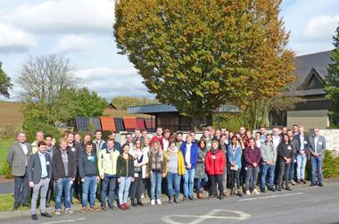 "<div class=""bildtext""><span class=""bildnummer"">»1</span> The participants of the Zi Student Excursion at the Röben Group's Bannberscheid plant</div>"