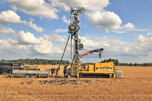 "<div class=""bildtext""><span class=""bildnummer"">»1</span> Exploration of clinker clay: Auger drilling with a drilling rig on a caterpillar undercarriage, Lauenburg clay, </div><div class=""bildtext"">soil classes 1to 4 in accordance with DIN 18300, drilling diameter 270 mm, final depths to 30 m (Lower Saxony)</div>"