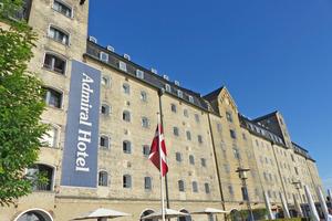 """<div class=""""bildtext""""><span class=""""bildnummer"""">»1</span> Das Hotel Admiral in Kopenhagen ist ein bemerkenswertes Beispiel für die Nachhaltigkeit von Ziegelmauerwerk, das im Inneren perfekt mit einem modernen Ambiente harmoniert</div>"""