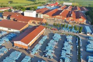 "<div class=""bildtext""><span class=""bildnummer"">»</span> Headquarters of Erlus AG in Neufahrn in Lower Bavaria</div>"