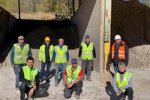 "<div class=""bildtext""><span class=""bildnummer"">» </span>The team at Iphigenie Bergbau</div>"