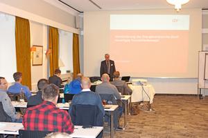"""<div class=""""bildtext""""><span class=""""bildnummer"""">» </span>Der stellvertretende Institutsleiter Dipl.-Ing. Eckhard Rimpel begrüßte die Teilnehmer des diesjährigen IZF-Seminars in Essen</div>"""