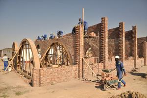 "<div class=""bildtext""><span class=""bildnummer"">» </span>The building work is executed by local craftsmen</div>"