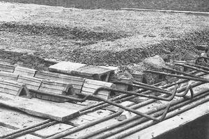 """<div class=""""bildtext""""><span class=""""bildnummer"""">»</span>Production of the Berra hollow block ceiling (detail view)</div>"""