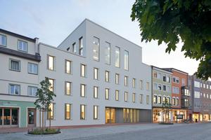 """<div class=""""bildtext_en""""><span class=""""bildnummer"""">» </span>Town hall with conference room in Dorfen by Diezinger Architekten</div>"""
