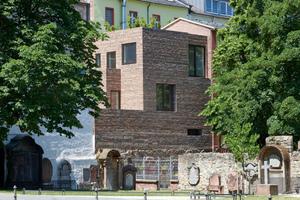 """<div class=""""bildtext_en""""><span class=""""bildnummer"""">» </span>Stylepark newbuild at the Peterskirchhof churchyard in Frankfurt am Main by NKBAK</div>"""