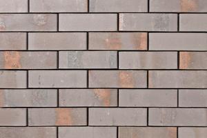 "<div class=""bildtext""><span class=""bildnummer"">» </span>Steam-treated façade bricks ""Pirna"": Warm grey shades provide for an extravagant look.</div>"