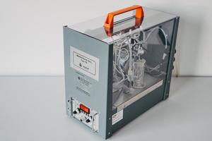 """<div class=""""bildtext""""><span class=""""bildnummer""""><irspacing style=""""letter-spacing: 0.001em;"""">»1</irspacing><irspacing style=""""letter-spacing: 0.001em;""""> </irspacing></span>Mikrogas TE Analysator der Wösthoff Messtechnik GmbH mit einem Messbereich von 0 bis 6.000 mg/ Nm³</div>"""