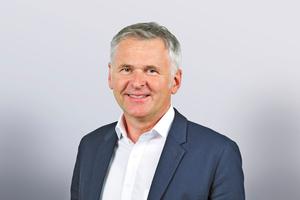 """<div class=""""bildtext""""><span class=""""bildnummer""""><irspacing style=""""letter-spacing: 0.001em;"""">» </irspacing></span>Johannes Edmüller, Vizepräsident des Bundesverbandes der Deutschen Ziegelindustrie e. V. (BVZi), zeigt sich zuversichtlich: """"Wir Ziegler sind bereit, unseren Beitrag zu leisten.""""</div>"""
