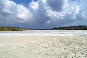 "<div class=""bildtext_en""><span class=""bildnummer"">»1</span> Large kaolin pond in Upper Lusatia near Caminau/Saxony</div>"