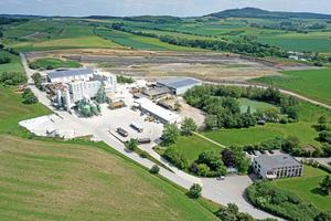 """<div class=""""bildtext_en""""><span class=""""bildnummer"""">»</span> Großheirath clay factory with administration</div>"""