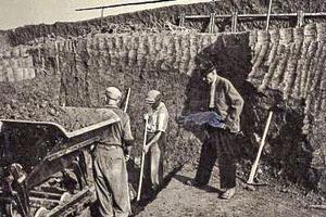 """<div class=""""bildtext_en""""><span class=""""bildnummer"""">» </span>Quarry at Großheirath with founder Adolf Gottfried (1950)</div>"""