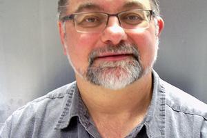 """<div class=""""bildtext""""><span class=""""bildnummer""""><irspacing style=""""letter-spacing: 0.001em;"""">»</irspacing><irspacing style=""""letter-spacing: 0.001em;""""> </irspacing></span>Prof. Dr. Dr. Pöllmann ist Universitätsprofessor an der Martin-Luther-Universität Halle-Wittenberg und Leiter der Arbeitsgruppe Mineralogie und Geochemie.</div>"""