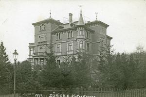 "<div class=""bildtext_en""><span class=""bildnummer"">» </span>The villa at Rieterstrasse 36 was built in 1896 and demolished in 1961</div>"