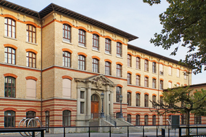 """<div class=""""bildtext_en""""><span class=""""bildnummer"""">» </span>The most important initial building of the beginning brick boom in Zurich is the Chemistry Building of ETH Zurich, built between 1884 and 1886</div>"""