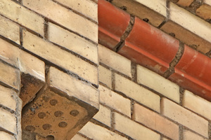 "<div class=""bildtext_en""><span class=""bildnummer"">» </span>Façade made of vertically perforated bricks with vertical round holes at the premises of SBB Hauptwerkstätte in Zurich</div>"