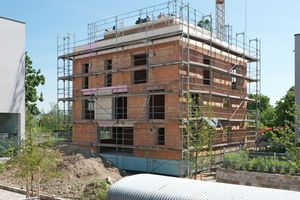 "<div class=""bildtext_en""><span class=""bildnummer"">»</span> Every third residential house built in Germany in 2020 will be made of masonry bricks. </div>"