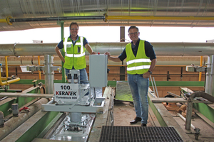 """<div class=""""bildtext_en""""><span class=""""bildnummer"""">»</span> Christian Gäbelein (l.) and Stefan Jungk on the tunnel kiln. One of the six circulating fans for the preheating zone was the 100th model in the series.</div>"""