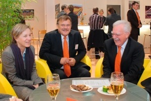 "<span class=""bildunterschrift_hervorgehoben"">»1</span> Tondach CEO Franz Olbrich talking to Hans-Joachim Giesselink and Márton Varga, both of Burton GmbH + Co. KG, and the Zi team Sabine Anton and Anett Fischer (from right)<br />"