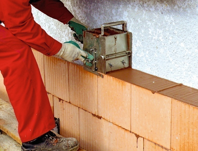 application of thermal insulation Celotex high performance pir insulation boards for external solid masonry walls board thicknesses range from 50-100mm and lambda as low as 0022 w/mk.